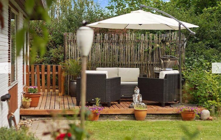 The outdoor lounge in the garden - perfect for a midday coffeebreak