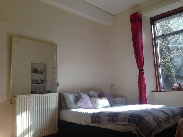 double bedroom near haymarke - Edimburgo - Casa