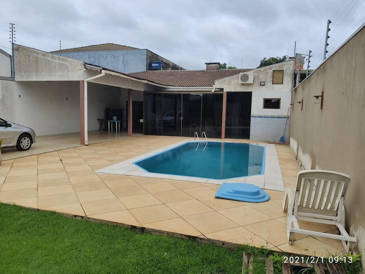 Casa de 2 quartos e piscina em Foz do Iguaçu