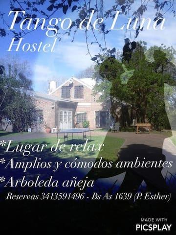 Tango de Luna Hostel - habitacion cama matrimonial