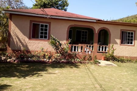 Cozy country house near major local attractions