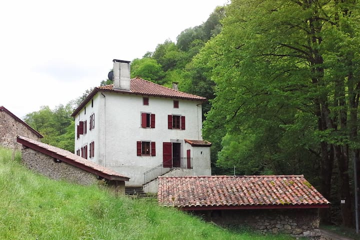 Maison basque traditionnelle et cadre d'exception - Banca - Hus