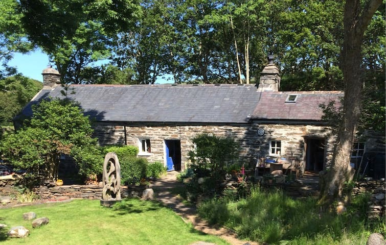 LLandecwyn.  Private en suite room + breakfast.
