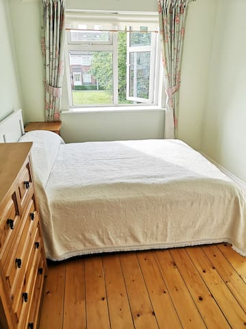 Spacious Double Bedroom 20 minutes from Dublin