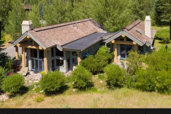Ketchum/Sun Valley Luxurious secluded, house .
