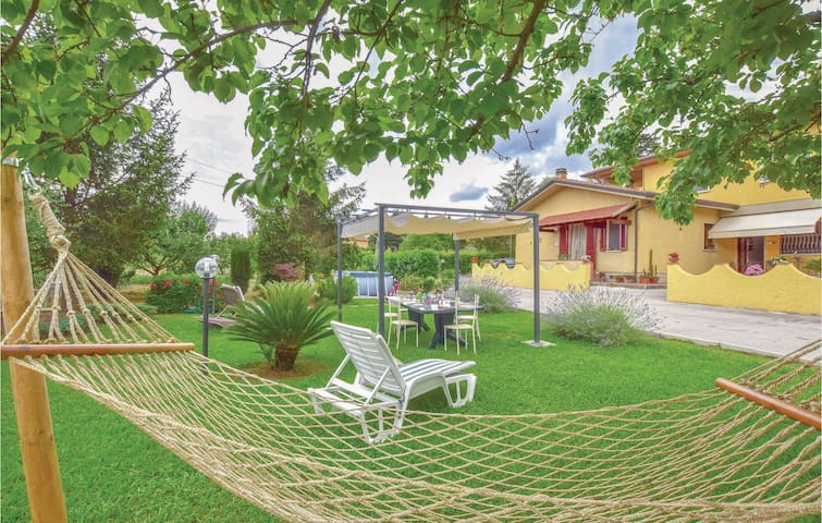 Semi-Detached with 3 bedrooms on 110m² in Piano di Conca (LU)