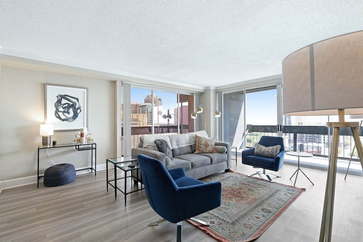 Spacious, city-view apartment w/ full kitchen, shared pool, gym, & grilling area