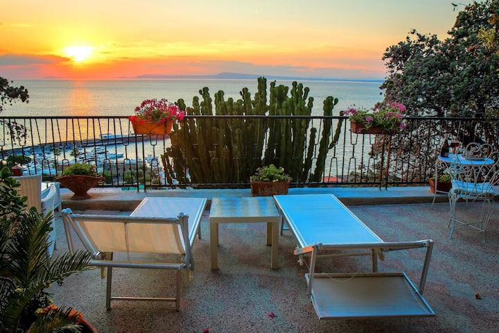 double Room in Villa Capri and Guided Tours