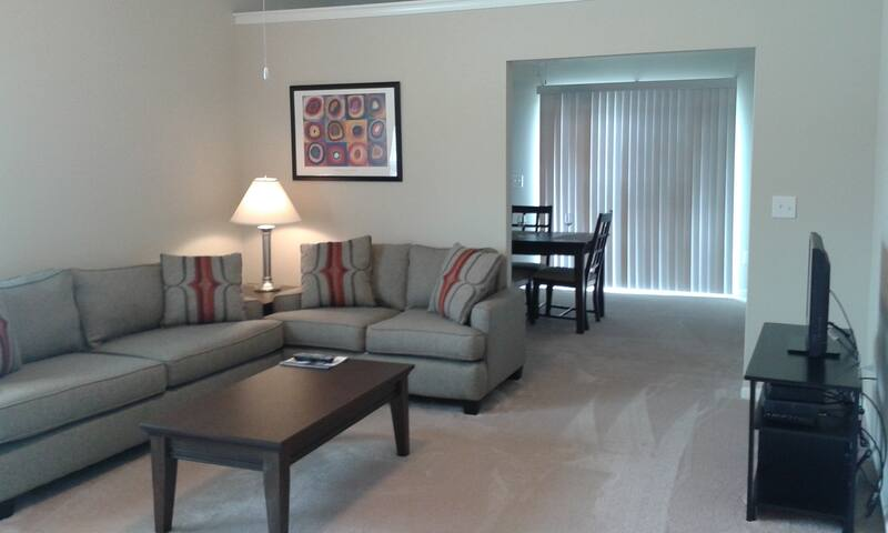 Furnished + Vaulted Ceilings & Private Entry! - Dublin - Apartamento