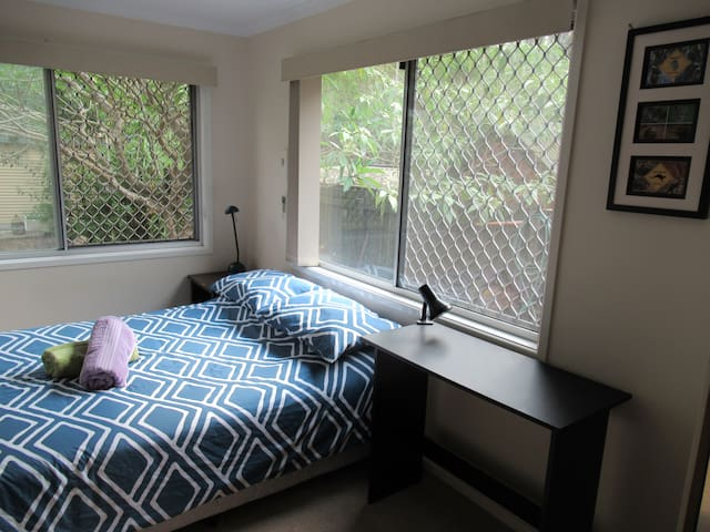 Semi self contained, quiet bedroom