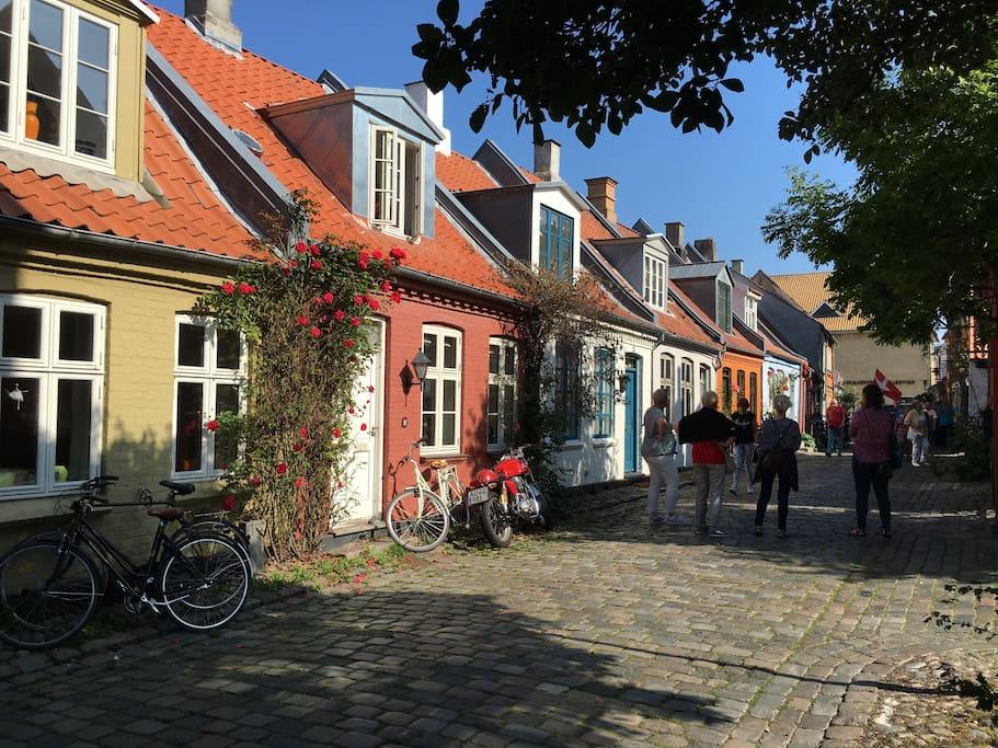Møllestien - kig til Grønnegade, 5 minutters gang til Domkirken, Strøget og Magasin