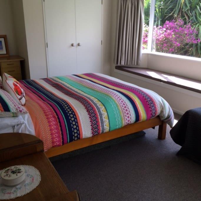 Queen Bedroom 1 with single bed