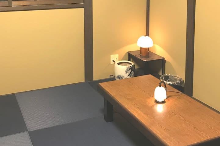 和室1 Japanese Style room  藍色の琉球畳が落ち着くお部屋です。お布団で6名様までお休みできます。