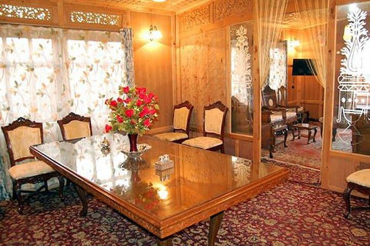 GOONA PALACE GROUP OF HOUSEBOATS - Srinagar