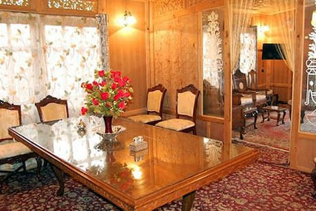 GOONA PALACE GROUP OF HOUSEBOATS - Srinagar - Penzion (B&B)