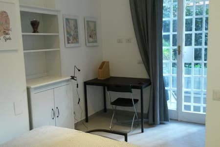 Double room in little garden apartment - Roma