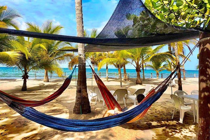 Cabaña Luna Frente al Mar Caribe Beachfront
