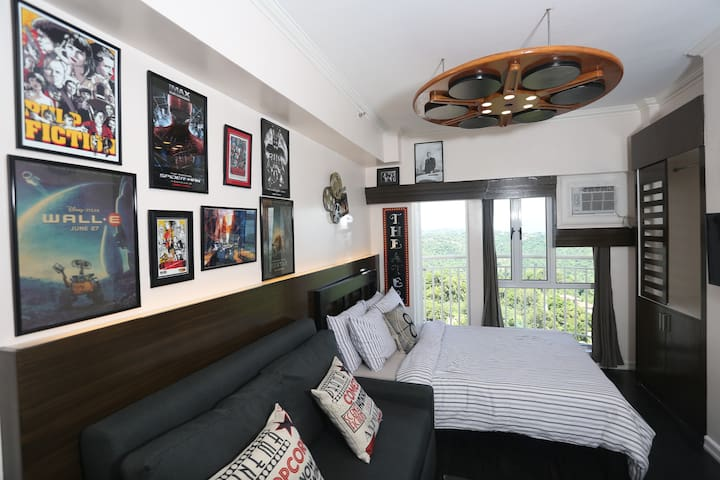 Tagaytay Condo-Hollywood Look w/ TAAL VIEW