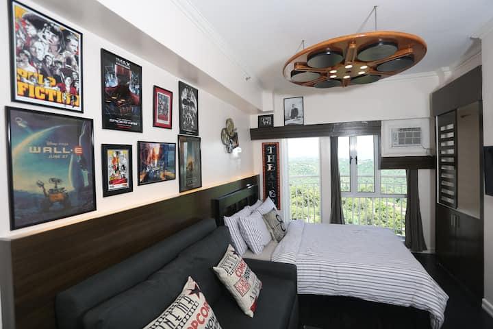 Tagaytay Condo-Hollywood Look w/ TAAL VIEW