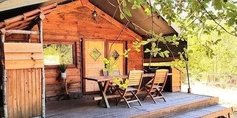 Cosy riverside safari lodge