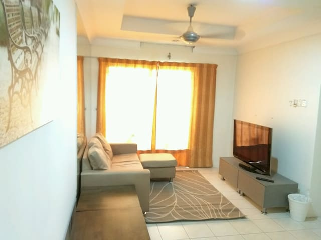 Vistaria Apartment - 1km from Puchong Perdana LRT - Puchong - Apartment