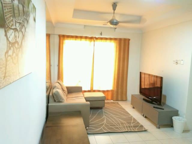 Vistaria Apartment - 1km from Puchong Perdana LRT - Puchong - Wohnung