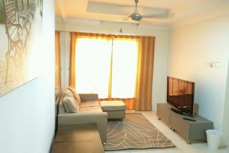 Vistaria Apartment - 1km from Puchong Perdana LRT - Puchong - Apartment