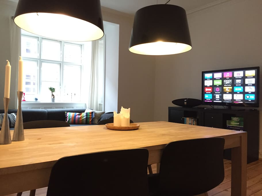 There´s a TV and Netflix access (if you want to stay home on a rainy day)