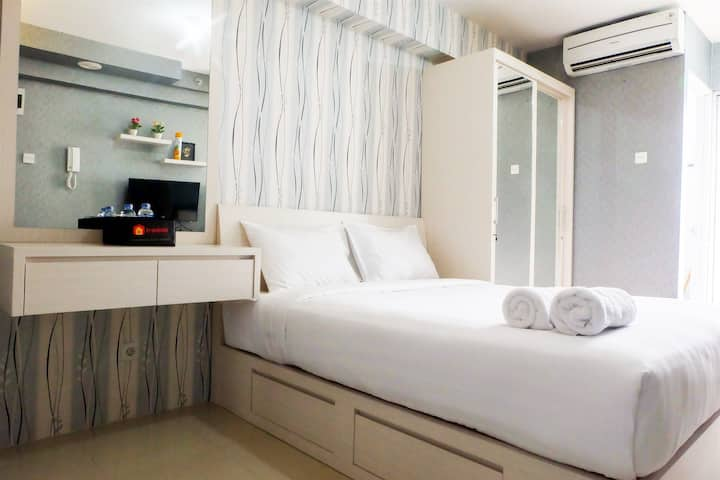 Studio Room at Bassura City Apt In Shopping Mall