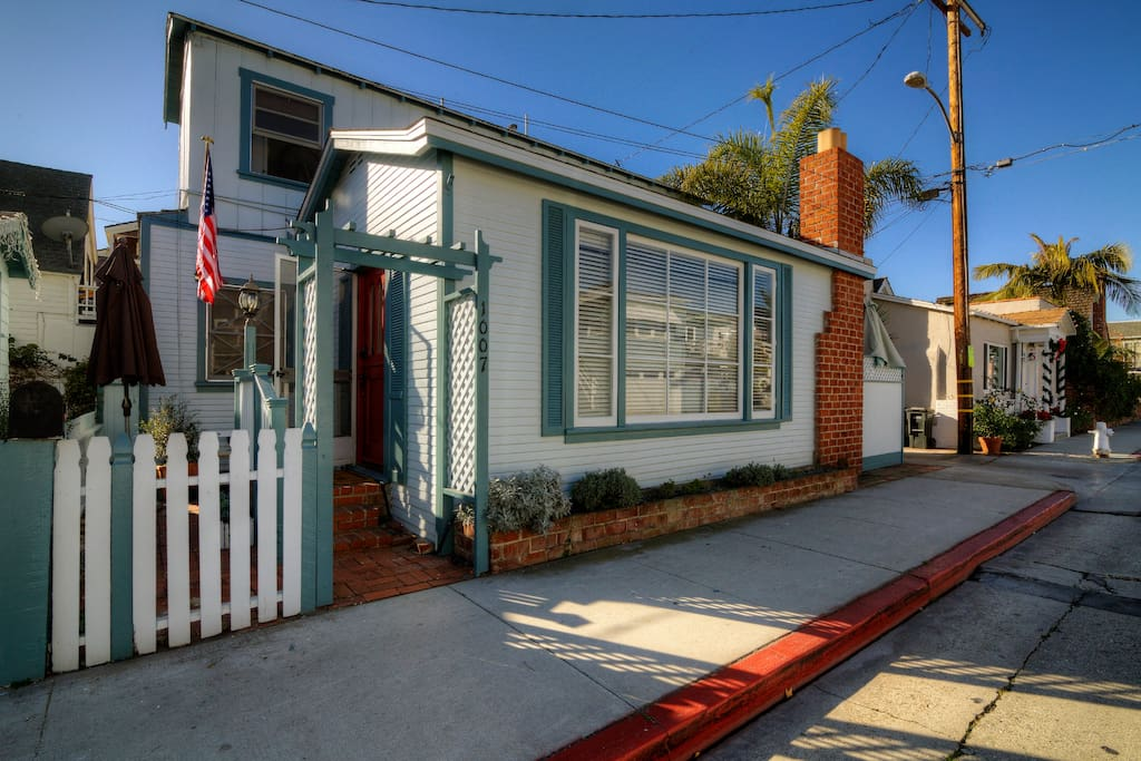 Located on Balboa Avenue in the Heart of Balboa Island