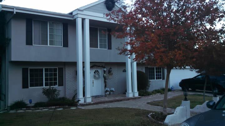 Prestigious West Hills Lg 2 Story House w/Pool