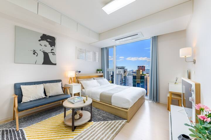 K1 New apartment right next to Gangnam Station