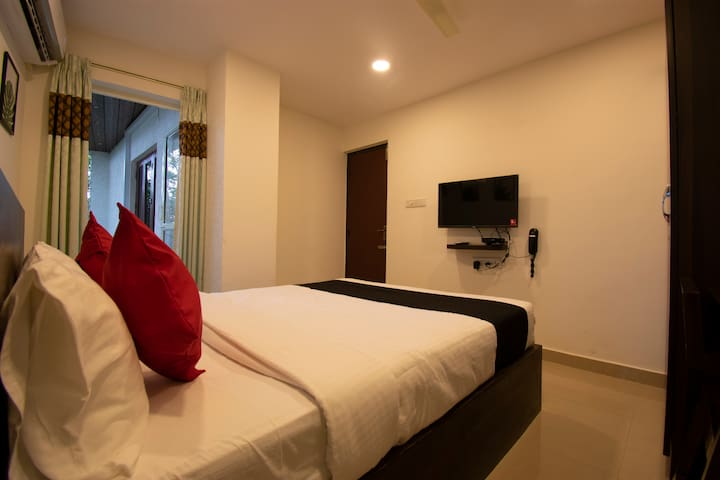 Deluxe Balcony Room @ HRBR Layout | 3km to Manyata