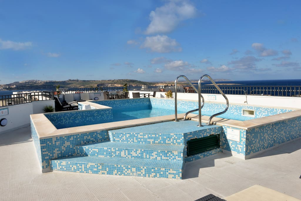 Complimentary use of rooftop pool and sundeck area