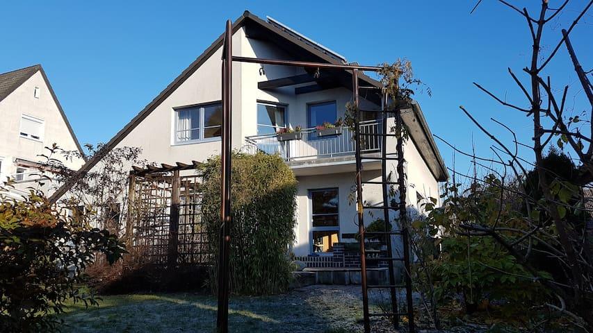 Mitten im grünen Berlin - Großes Haus mit Sauna - Berlim - Casa