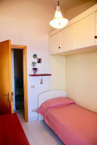 Single bed bedroom