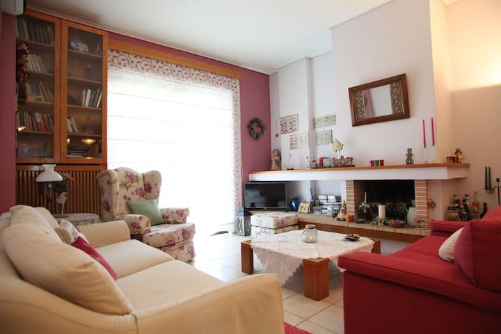 Bright apartment of 120 spm with garden in Glydada
