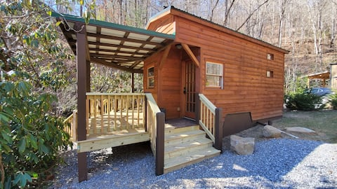 Campfire Tinyhome on The Creek!