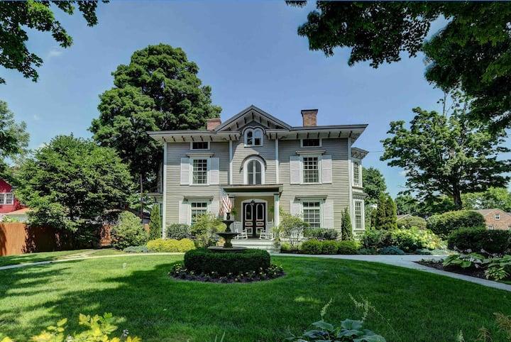 Exquisite Apartment in Grand Victorian 2