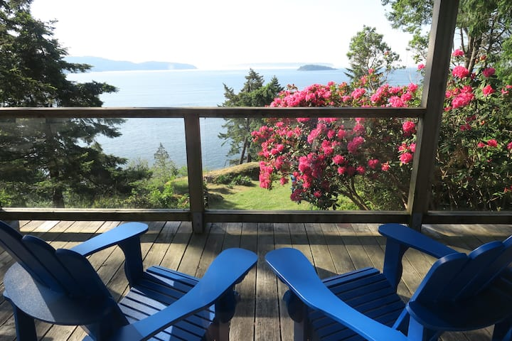 Waterfront Cottage ~ perfect for 2 Couples