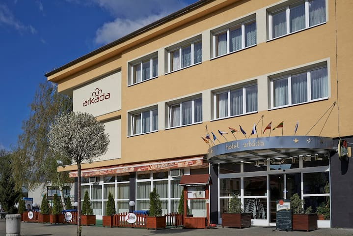 Bučovice, Hotel Arkáda-jednolůžkový pokoj Standard