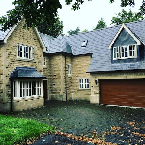 Charming 5 bed detached house - Mansfield