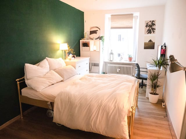 *1 MONTH SPECIAL* Private Room near Gärtnerplatz