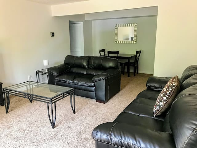 94-4 Brand New! Modern, 1-bedroom Apartment