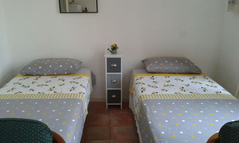 Studio tout confort jardinet - Gréoux-les-Bains - Apartment