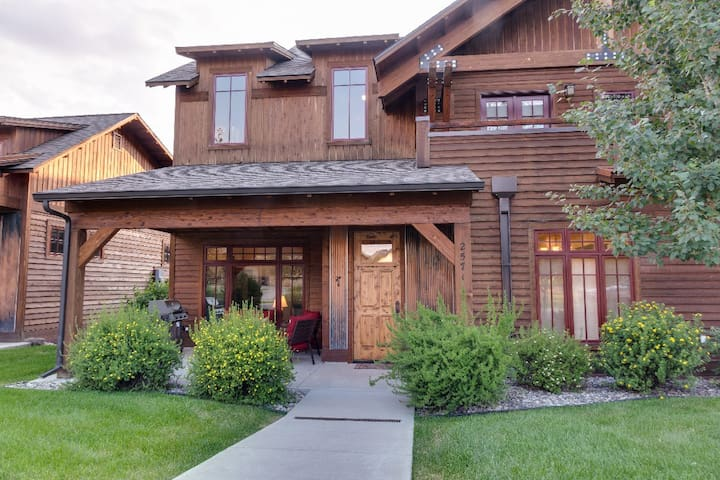 Blue Pine Cone - Modern Town Home Close to Bozeman