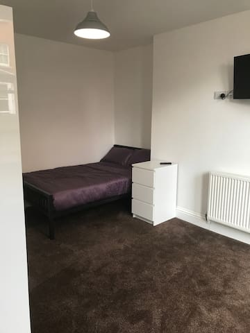 ENSUITE NEAR CITY CENTRE