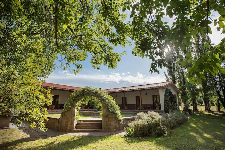 "Casa de Campo ""La Finca"" Lavanda Matrimonial"