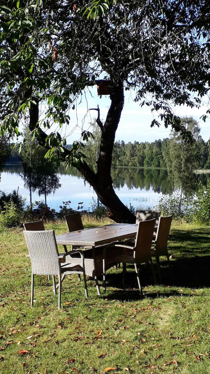 Large house on the lake, incl. fishing, sleeps 8