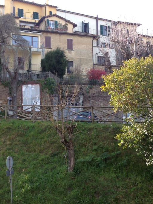 Location of Villa Chiara below the walls of the old city.